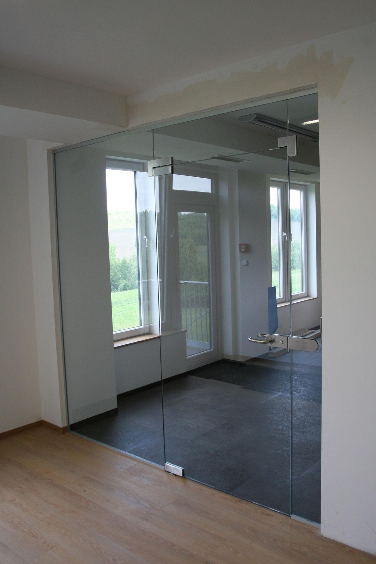 Sklenarstvi-Prerost-sklenene- steny-a-dvere (53)