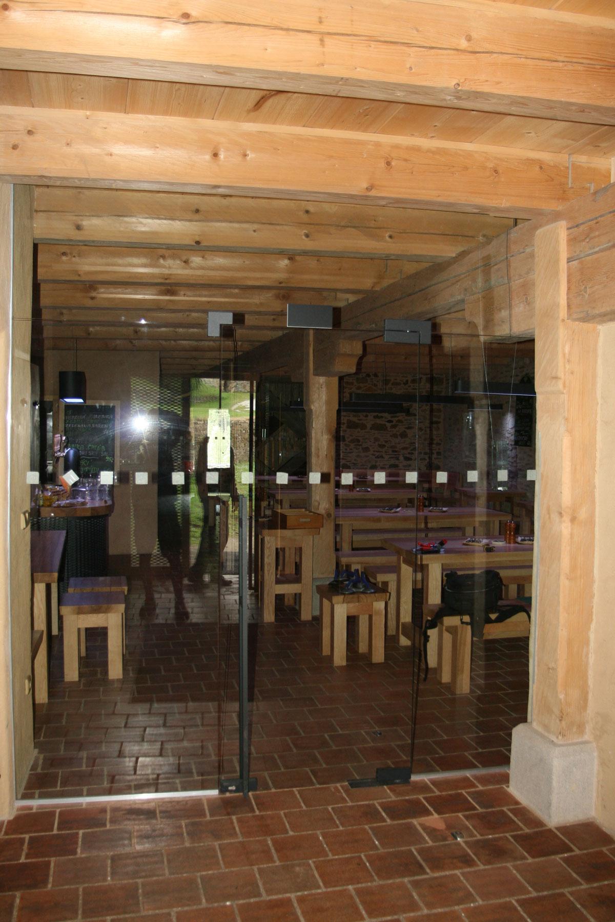 Sklenarstvi-Prerost-sklenene- steny-a-dvere (67)