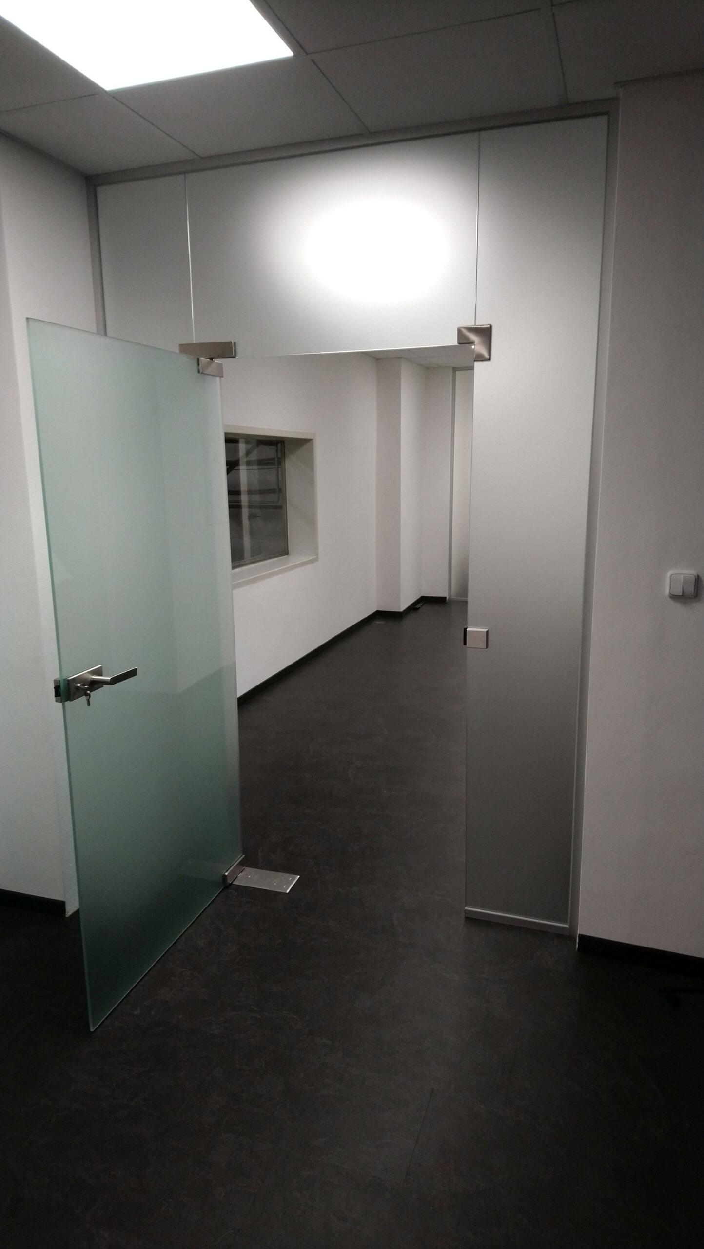 Sklenarstvi-Prerost-sklenene- steny-a-dvere (71)