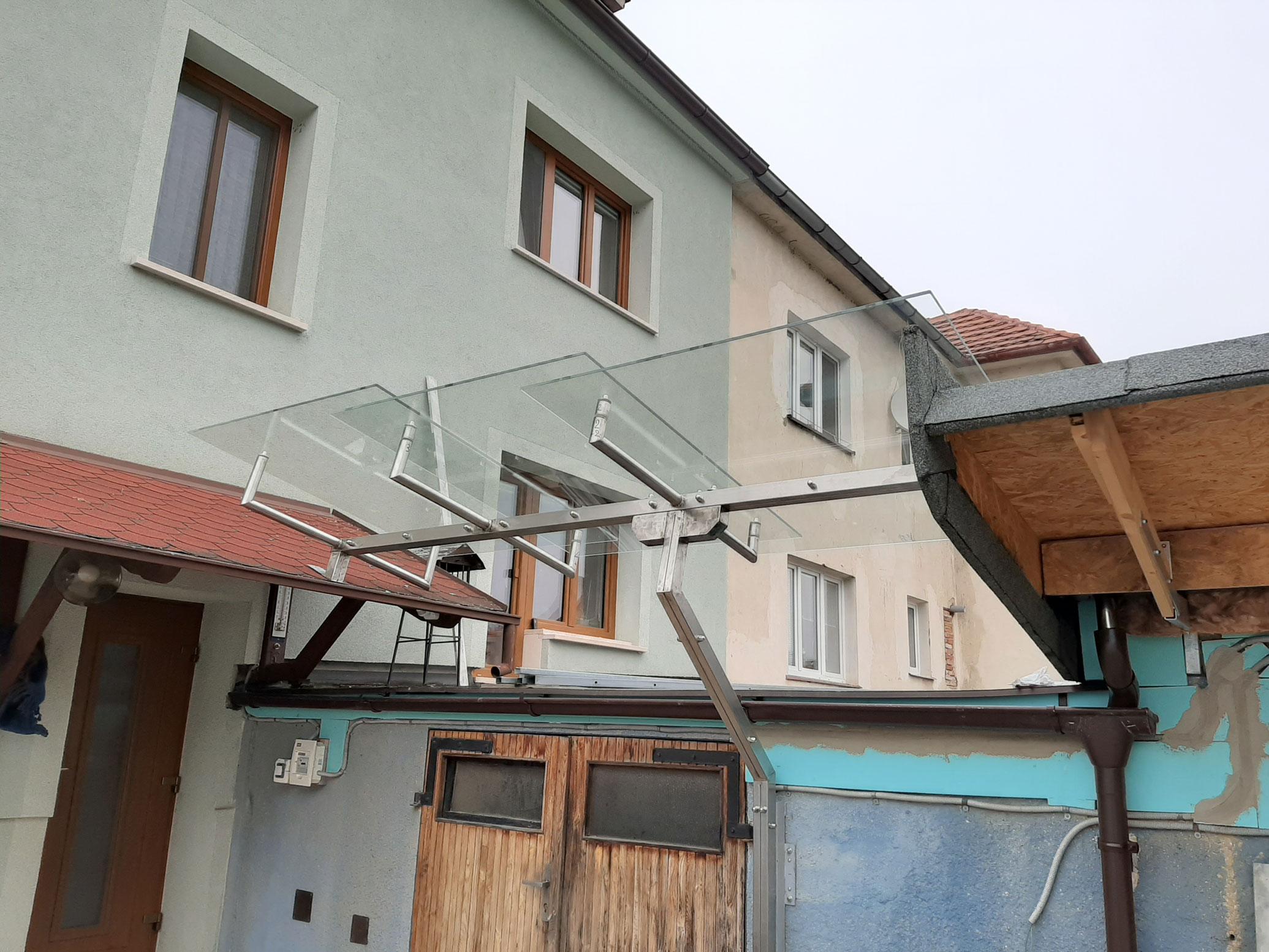 Sklenarstvi-Prerost-strechy-a- pristresky (2)